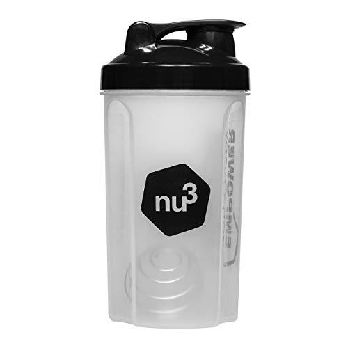 nu3 Shaker - Für Eiweiss/Protein Shakes und andere Drinks - 700ml Trinkflasche mit Edelstahl Federkugel als Sieb für klumpenfreies mixen - Blender & Bottle mit festen Dreh und Klappdeckelverschluss